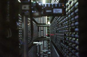https://commons.wikimedia.org/wiki/File:Interior_of_StorageTek_tape_library_at_NERSC_(1).jpg